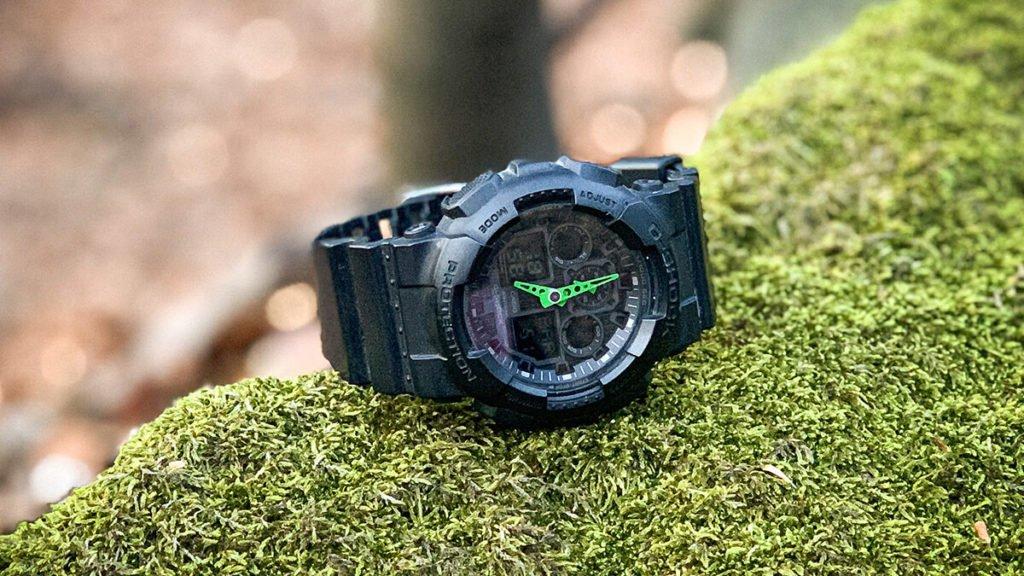 Matné hodinky Casio G-Shock GA-100-1A3 so zelenými ručičkami