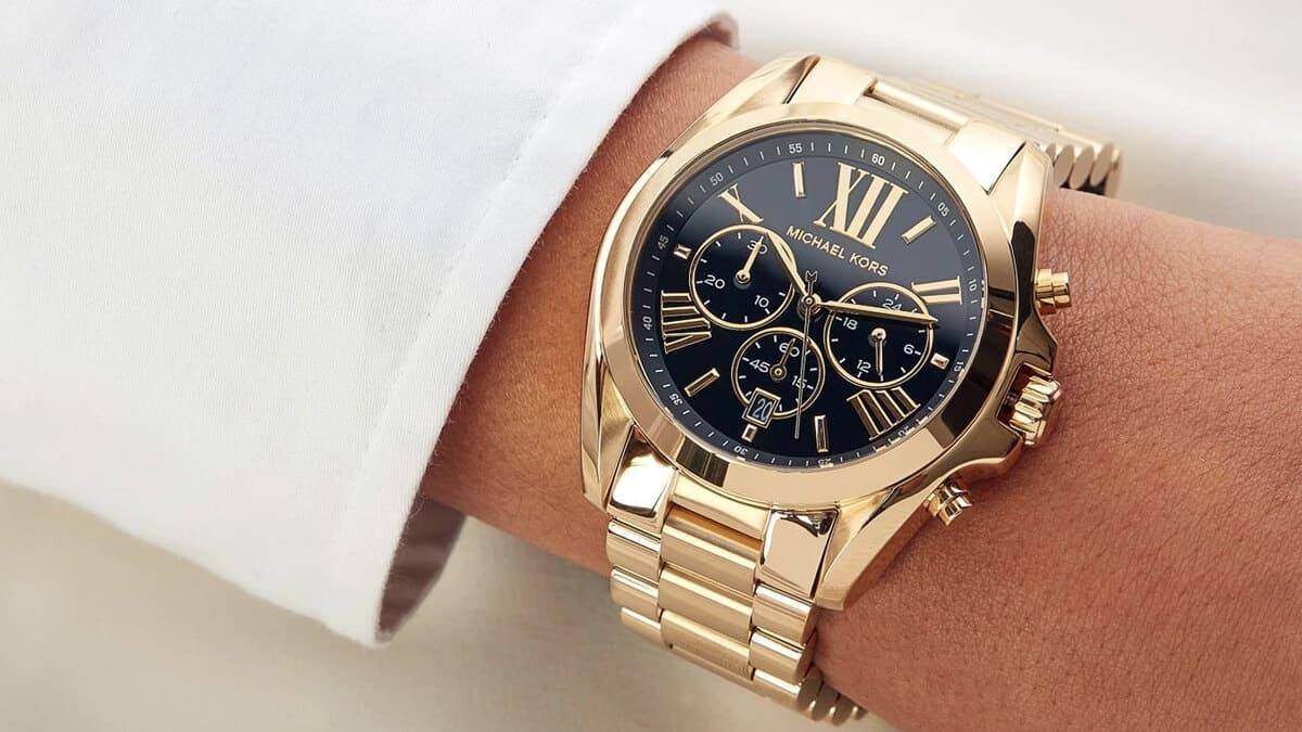 Masívne dámske hodinky s číslami s čiernym ciferníkom
