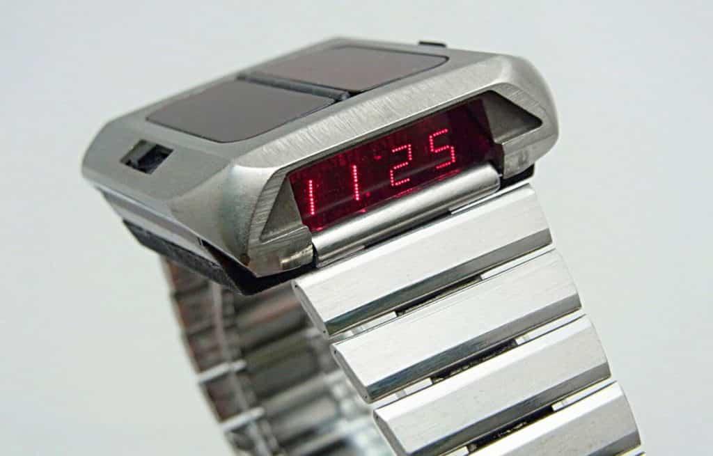 Prvé hodinky na solárny pohon - Synchronar 2100