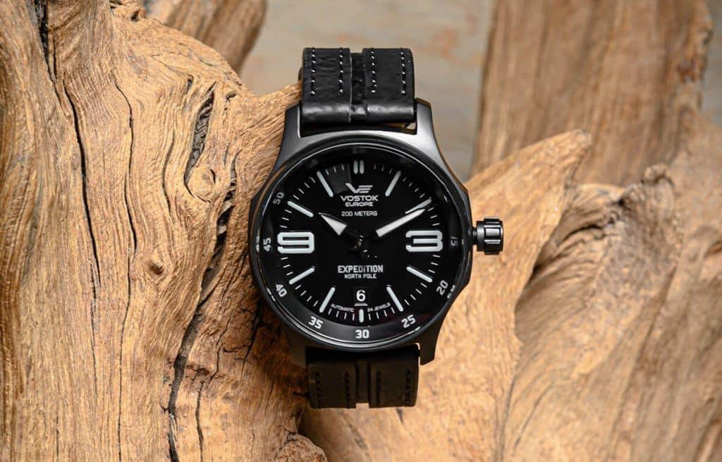 Čierne hodinky Vostok Europe s koženým remienkom