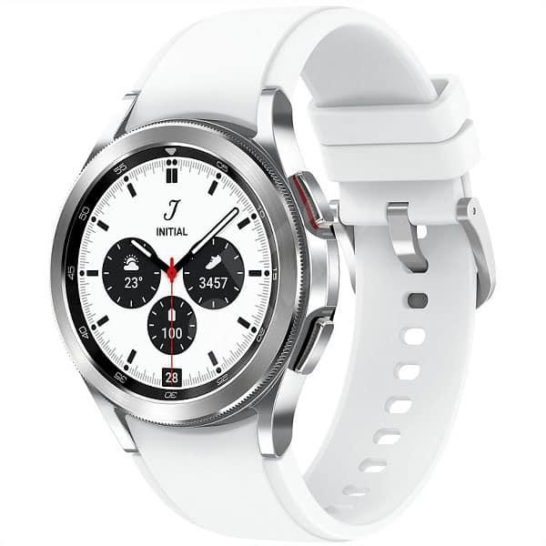 Strieborné Samsung Galaxy Watch 4 s bielym remienkom