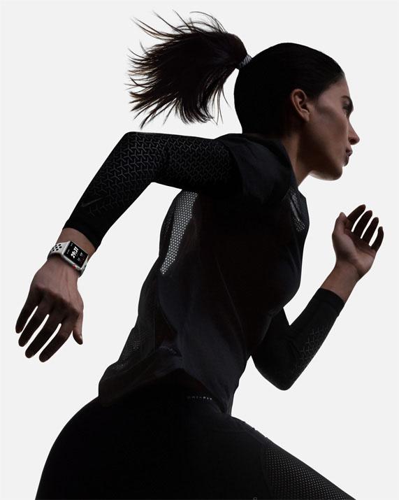 Smart hodinky Apple Watch Series 3 pri behu