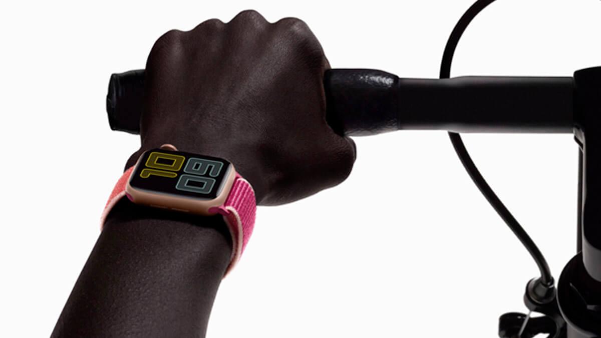 Výhodou Apple Watch Series 5 je always-on displej, ktorý oceníte pri športe