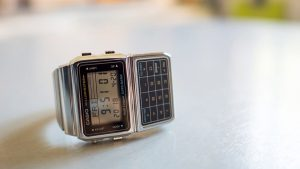 Viete, aká história sprevádza hodinky s kalkulačkou?